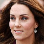 Kate Middleton, il messaggio segreto alla regina Elisabetta: «Ha messo quegli orecchini...»
