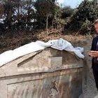 Pompei trovata tomba unica con corpo mummificato, visibili ancora capelli e ossa