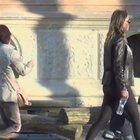 Claudia Galanti sportiva al parco con i figli: il più fashion è il cagnolino
