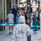 Milano, donna aggredita con un coccio di vetro da uno sconosciuto. Panico in centro, bengalese fermato dai passanti