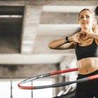Hula Hoop, i benefici incredibili del cerchio e quante calorie si bruciano