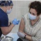 """«Covid, volontari sani infettati per accelerare sul vaccino». """"Sperimentazione"""" choc a Londra"""