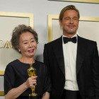 Brad Pitt, agli Oscar l'attrice Yuh-Jung Youn non riesce a nascondere la sua cotta: il video è esilarante
