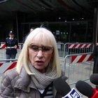 L'ultimo saluto di Raffaella Carrà a Fabrizio Frizzi: «E' la prima volta che vengo in Rai col cuore rotto dal dolore»