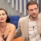 GF Vip, Andrea Zenga e Rosalinda hot sotto le coperte, insulti sul web: «Lei è fidanzata»