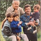 Barbara D'Urso, il post che commuove: «Gli uomini più importanti della vita». Ma i fan attaccano: «Totalmente diversa»