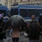 IoApro, tensione in piazza