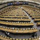 Il Parlamento Ue osserva un minuto di silenzio per il prof francese decapitato
