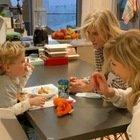 Il video di Leone che gioca con le nonne. Ma i fan notano un dettaglio: «C'è qualcuno sul balcone»