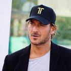 Francesco Totti provato a Verissimo: «Ho passato dei giorni non bellissimi, ho perso mio padre». Sivia Toffanin commossa