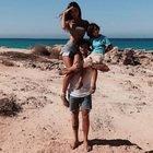 Belen risponde a Fedez su Instagram. Il divertente scambio fa impazzire i fan
