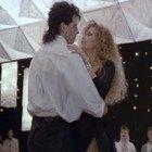 """Kelly Preston e John Travolta, il sexy ballo nel film """"Gli esperti americani"""": sul set è nato il loro amore"""