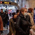 Fa uno starnuto in metro a Milano: i passeggeri scappano, lui sbotta. «Non sono malato»