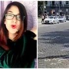 Napoli, morta ragazza di 15 anni investita a piazza Carlo III. Ferita l'amica. «Nessuna traccia di frenata»