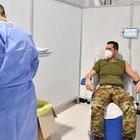 Il generale Figliuolo vaccinato alla Cecchignola con AstraZeneca