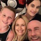 Kelly Preston, l'ultimo post è una dedica a John Travolta: «Buona festa al papà migliore»