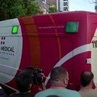 """Maradona in ambulanza verso l'ospedale """"accompagnato"""" dai tifosi"""