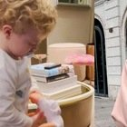 Chiara Ferragni gioca con Leone, poi si lascia sfuggire il nome femminile. I fan: «Ecco come si chiamerà sua figlia»