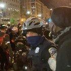 Scontri e tensioni davanti alla Casa Bianca tra manifestanti e polizia. New York transennata la Apple sulla Quinta strada VIDEO