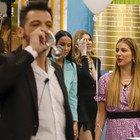 Grande Fratello Vip, bacio tra Pago e Adriana Volpe. Antonella Elia: «Con la lingua»
