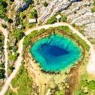 Croazia, llo specchio d'acqua scende nelle viscere della terra