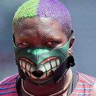 Raven Saunders, dal tentato suicidio alle maschere divertenti alle Olimpiadi