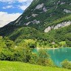Trentino Alto Adige, il lago dal color turchese non solo bello da guadare