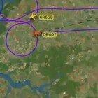 """Cambiano la rotta dell'aereo per disegnare un pene in cielo: scoperto il motivo della """"strana"""" manovra"""