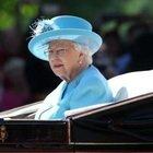 Covid, finanze della Regina Elisabetta colpite da un deficit di 25 milioni: cosa è costretta a fare