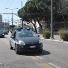 Vigili multano un'auto, il proprietario li picchia e li manda all'ospedale