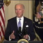 Biden alla Casa Bianca: «Gli americani pagano il nostro stipendio, lavoriamo per loro»