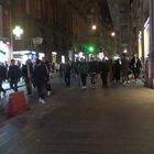Movida, caos assembramenti a Roma e Napoli: vie dello shopping invase