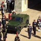 Funerali Principe Filippo, la Land Rover verde arriva a Windsor VIDEO