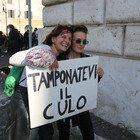 Covid, manifestazione negazionisti in piazza Bocca della Verità