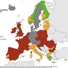 Covid Italia, bollettino oggi: 8.804 nuovi casi, 83 morti. Europa, l'Italia diventa «arancione»