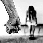 Stupra la figlia minorenne per un anno e mezzo e la mette incinta, condannato a 15 anni