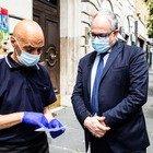 Coronavirus, il ministro Gualtieri calcola al barista in strada i benefici del decreto
