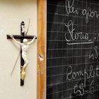 Crocifisso a scuola, la Cassazione: «Non è discriminatorio e non condiziona la libertà di espressione e insegnamento»