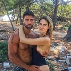 Isola 2021, Miriam la fidanzata di Gilles Rocca cancella tutte le foto di coppia dai social. Ecco cosa sta succedendo