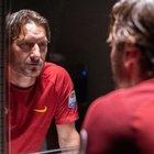 Francesco Totti, una vita da star: il film di Infascelli in attesa del campione sul palco con Pierfrancesco Favino