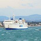 Ponza, traghetti bloccati per maltempo: «Onde alte quattro metri». Domani collegamenti solo con Formia