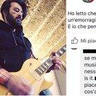 La frase choc contro il chitarrista: «Spero che muoia perché fa musica di me**a»