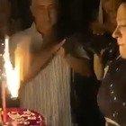 Asia Argento spegne la maxi-candelina sulla torta di compleanno ed è bufera social