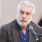 Giovani e violenza, Paolo Crepet: «Non è colpa dei genitori, ma di tv e schermi senza regole»