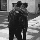 Belen Rodriguez e Antonio Spinalbese, abbraccio in strada e prima foto di coppia social: «Paso!»