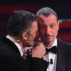 Fiorello, lacrime a Sanremo in conferenza stampa: «Soffro per mia figlia». Il crollo emotivo al festival