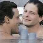 Gabriel Garko con l'amico Gabriele Rossi, weekend alle terme e bagno in piscina