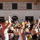 Roma Pride, folla a piazza Vittorio Emanuele