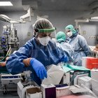 Coronavirus, il medico Gattinoni: «Si attacca ai polmoni e diventa letale. Terapia intensiva indispensabile»