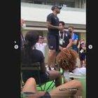 Jacobs e Tamberi ringraziano i compagni con un discorso in piedi sulla sedia